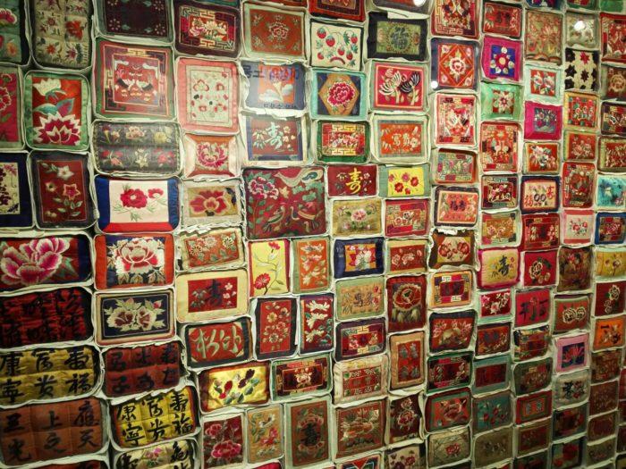 城北先蚕(ソンブクソンジャム)博物館の枕の刺繍の展示品
