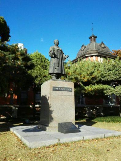 ソウル大学病院の前身、大韓医院の初代校長、池錫永(チ・ソギョン)先生の銅像