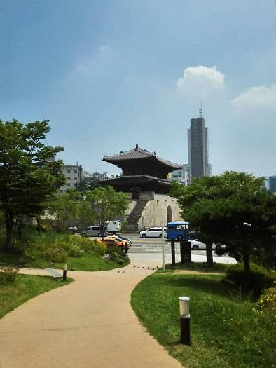 東大門城郭公園から見た興仁之門(東大門)