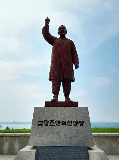 烏頭山(オドゥサン)統一展望台 曺晩植先生の像