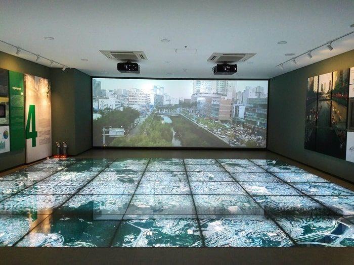 清渓川博物館展示。清渓川のこれまでの10年と未来