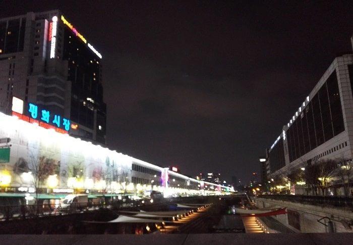 清渓川から見る平和市場