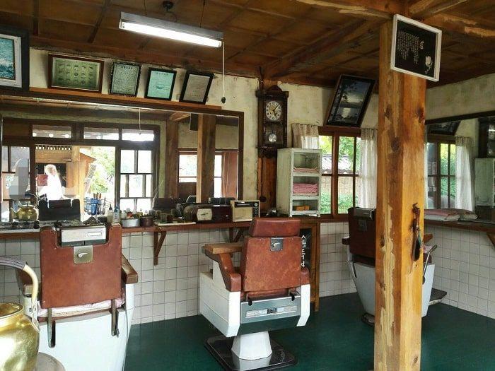 国立民俗博物館 野外展示 思い出の町並み理髪店