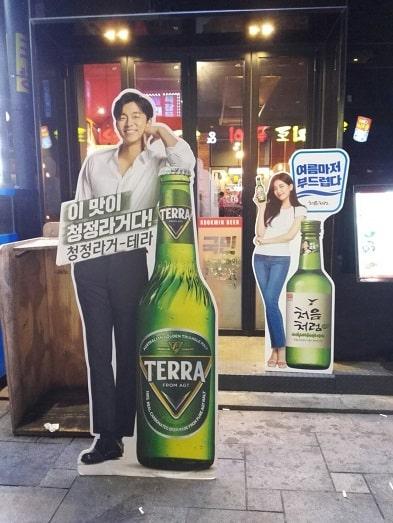テラ(TERRA)ビールの等身大パネル コンユ