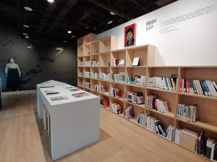 美しい青年チョン・テイル(全泰壹)記念館の図書室
