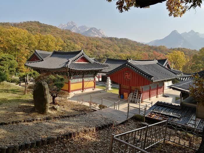 京畿道高陽市興国寺(フングクサ)から見た北漢山(プッカンサン)