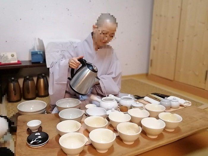 テンプルステイ体験108の数珠作り興国寺(フングクサ)テンプルステイ体験お茶と茶菓