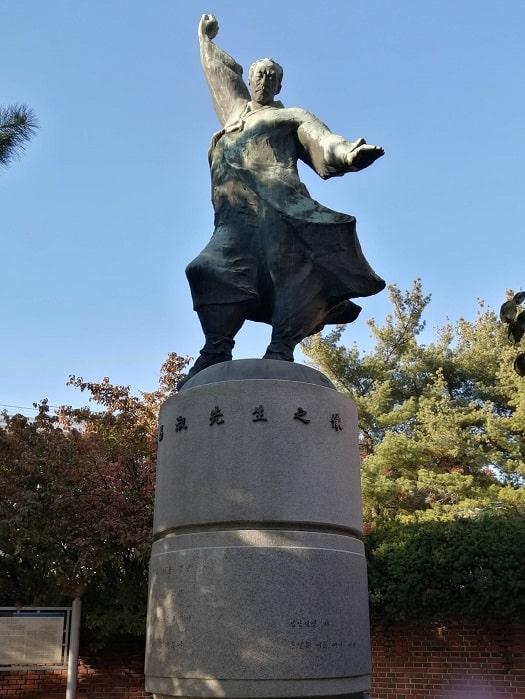 成均館大学 初代学長:金昌淑キムチャンスク先生の像