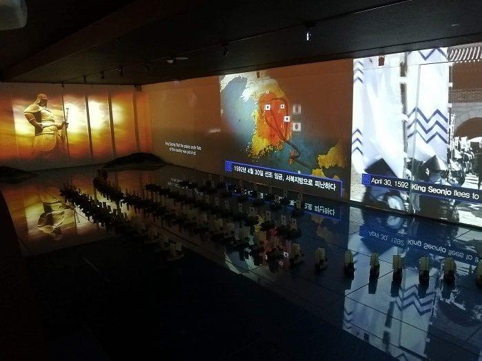 光化門広場地下の忠武公李舜臣将軍の物語(チュンムゴン イヤギ)映像展示