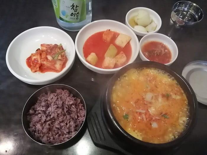 韓国の食事、雑穀や豆ご飯