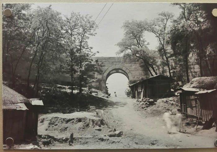 漢陽都城(ハニャントソン)破壊された恵化門