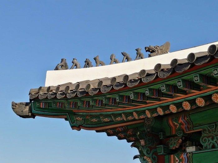 漢陽都城(ハニャントソン)入口前_恵化門の屋根の動物