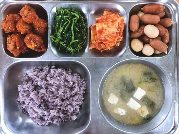 韓国の無償学校給食ブッフェ形式