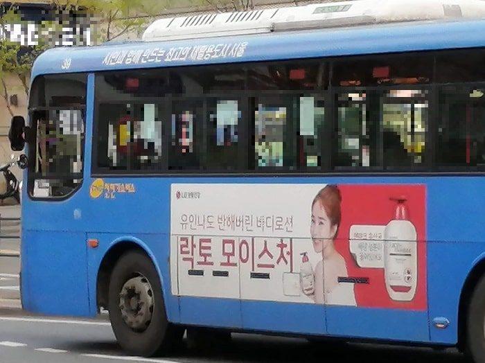 韓国ソウルのバス広告_ユンインナ