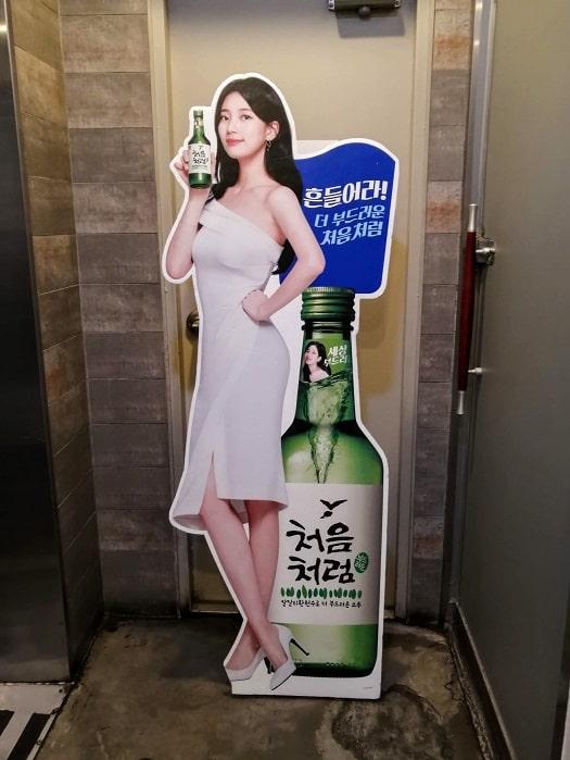 韓国のKポップアイドルmiss Aのスジ等身大パネル、立て看板
