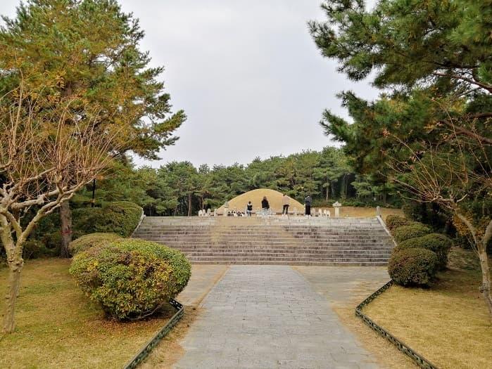 金庾信(キム・ユシン)将軍のお墓