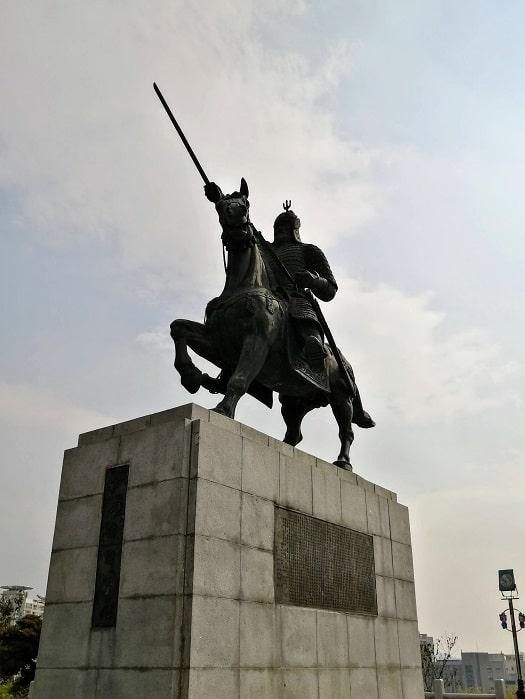キョンジュ金庾信(キム・ユシン)将軍像