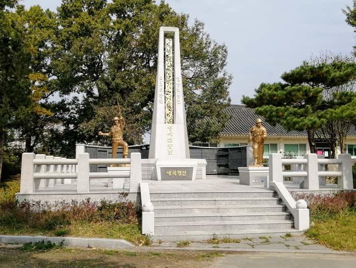慶州ファンソン公園:戦争の民間犠牲者慰霊塔