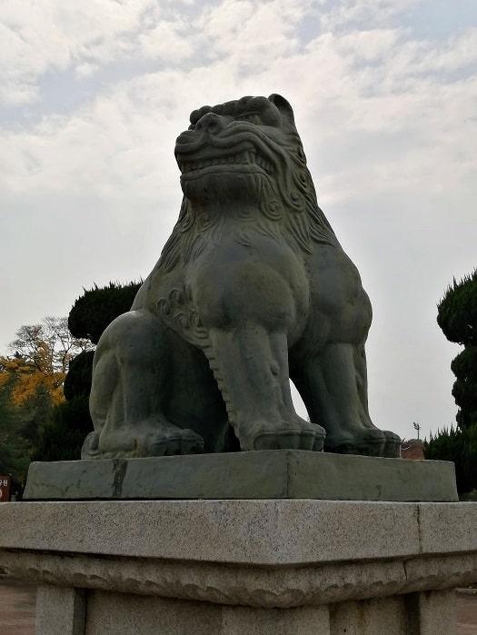 慶州(キョンジュ)隍城(ファンソン)公園入口のヘチ像