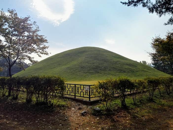 新羅時代のお墓の街。慶州の大陵苑、味鄒王陵(ミチュワンヌン)