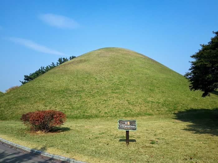新羅時代のお墓の街。慶州の大陵苑