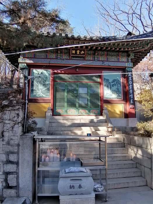 韓国ソウルの石窟庵(ソックラム)普門寺(ポムンサ)