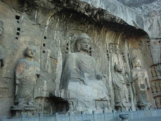 洛陽の龍門石窟(中国)