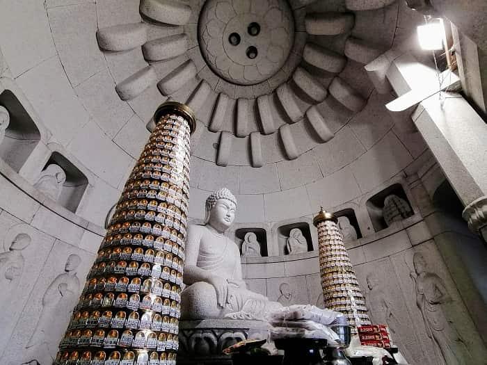 韓国ソウルにある石窟庵(ソックラム)普門寺(ポムンサ)