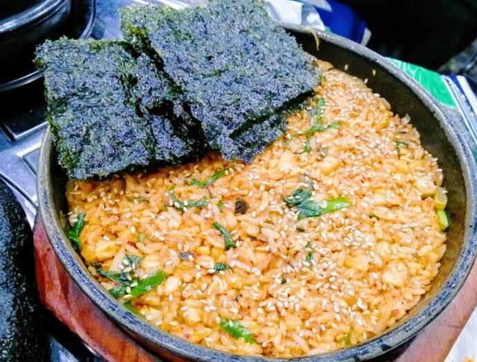韓国ソウルのおいしい店チンソン韓牛コプチャンポックンパッ