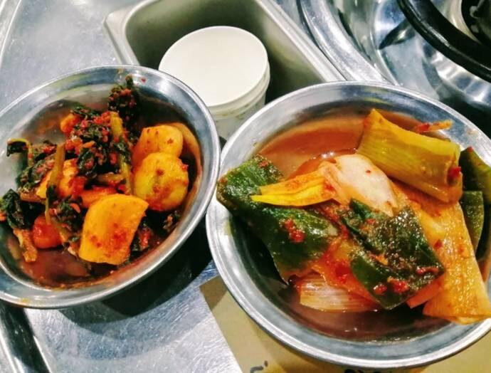 韓国ソウルのおいしい店チンソン韓牛コプチャン各種キムチ
