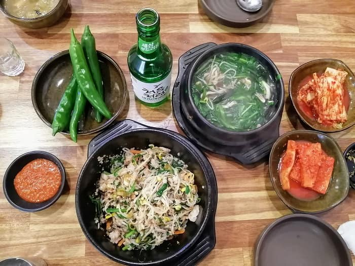 韓国式の牡蠣料理クルイェチャン굴예찬