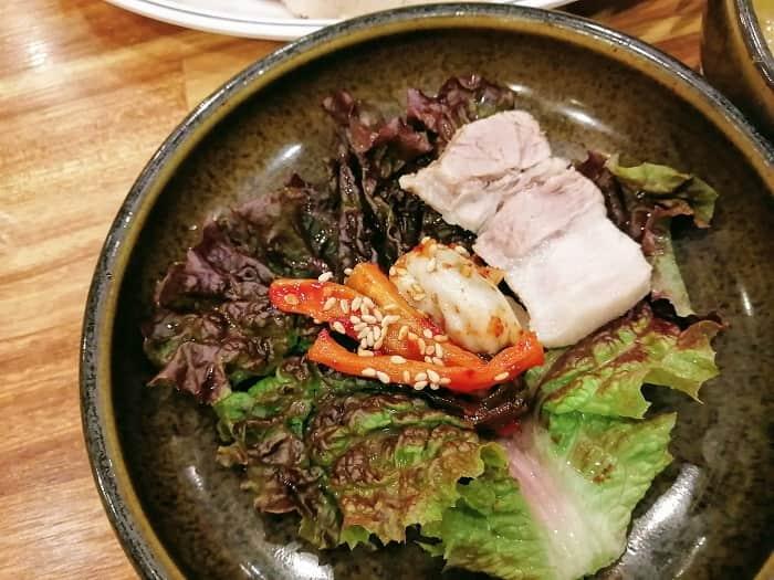 統営(トンヨン)から直送される、新鮮な韓国の牡蠣料理