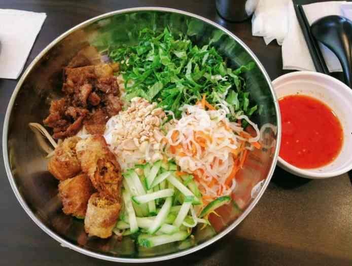 往十里(ワンシムニ)ベトナム料理ティティサルグッス
