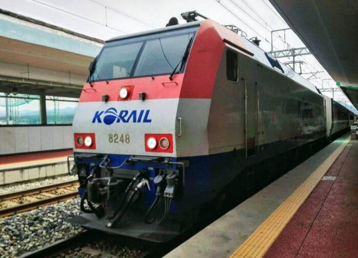 韓国の列車ムグンファ号