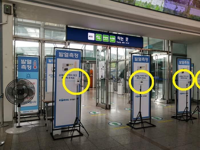 韓国ソウル駅の体温測定器